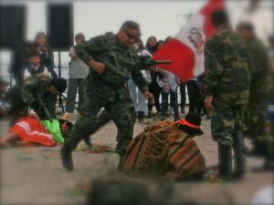 Mise en scène du massacre d'Accomarca pendant le carnaval.